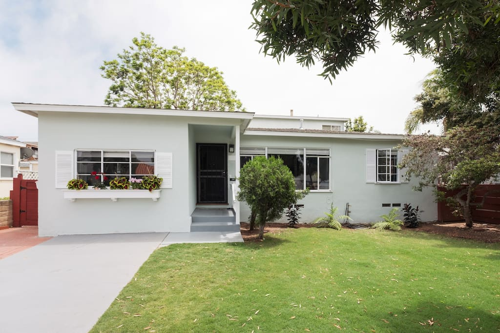 The big front yard is easy to find from the street and check-in will be a breeze! The driveway has two off street parking spots which will definitely come in handy since parking is so limited in Pacific Beach.