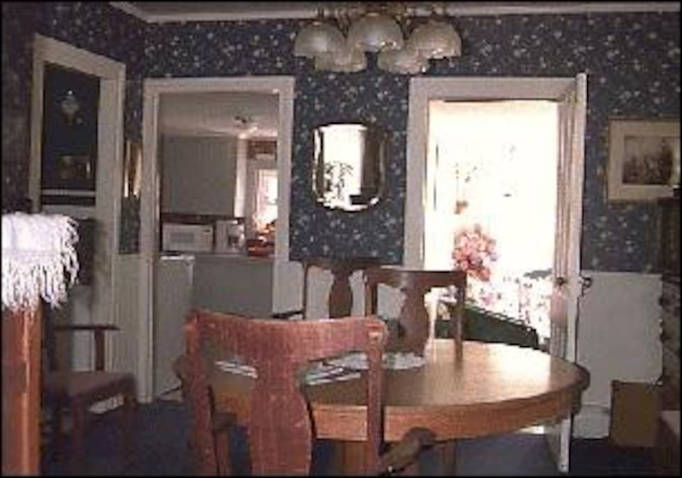 Large and welcoming dining room, with air conditioning.