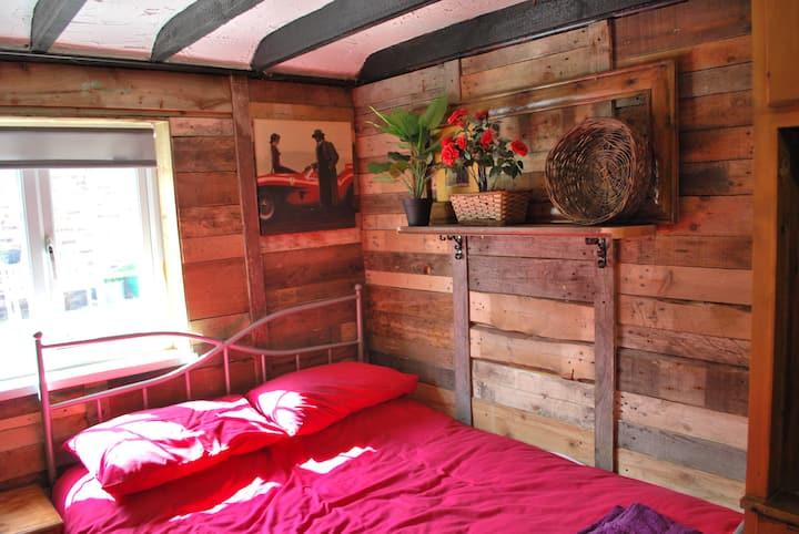 THE HAYLOFT  - Cottage Sleeping 1 - 2