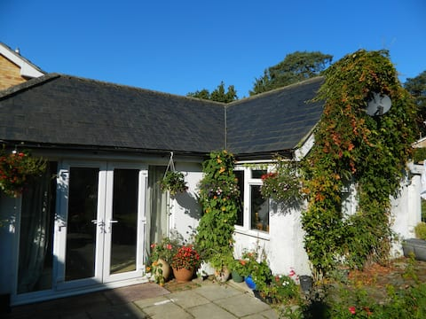 Self-contained cottage at Ivy House, Whitehill