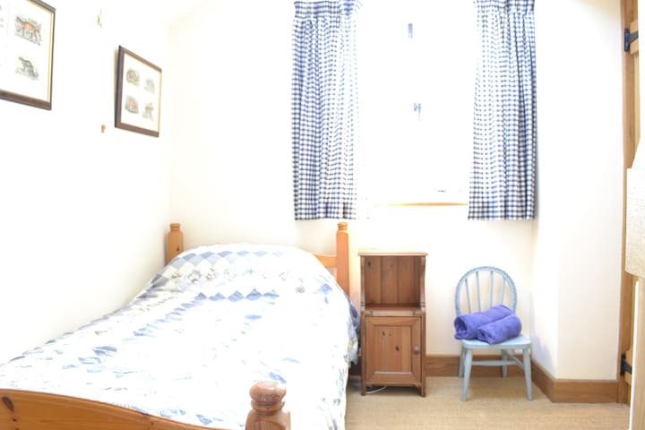 The single bedroom.