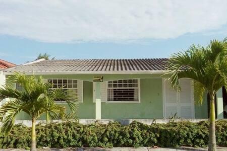 Casa na praia Pontal do Sul prox Ilha do Mel wi-fi