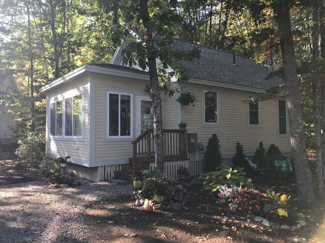 Cottage 133, 3 Season Cottage, Close to Family Pool, Golf Cart Included