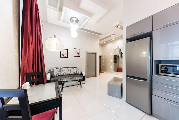 Luxurious & Elegant Home  in City Center