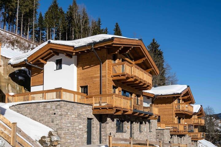 Luxurious Chalet in Mühlbach with Sauna