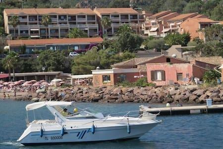 T2, La baie de la méditerranée, avec piscine et vue mer