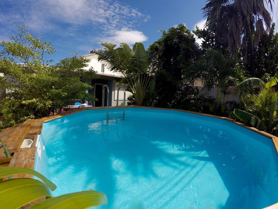 Villa piscine bord de mer terre sainte houses for rent for Piscine woluwe saint pierre
