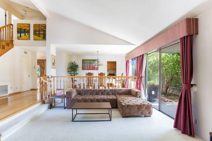 Cozy Comfy Home with Spacious backyard near LA
