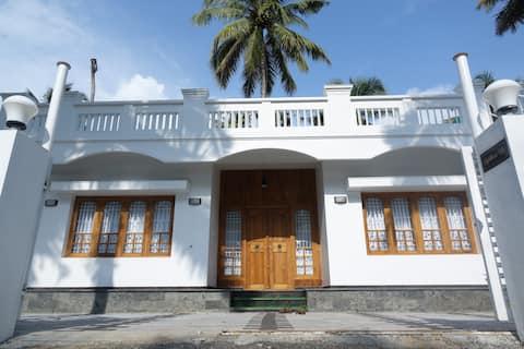 Spectacular Beachfront Luxury Villa
