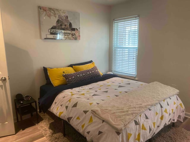 Room available in Gaithersburg, MD.