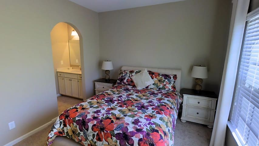 Queen Size Bed in Modern Home w/pool and tennis - Sugar Hill - Casa
