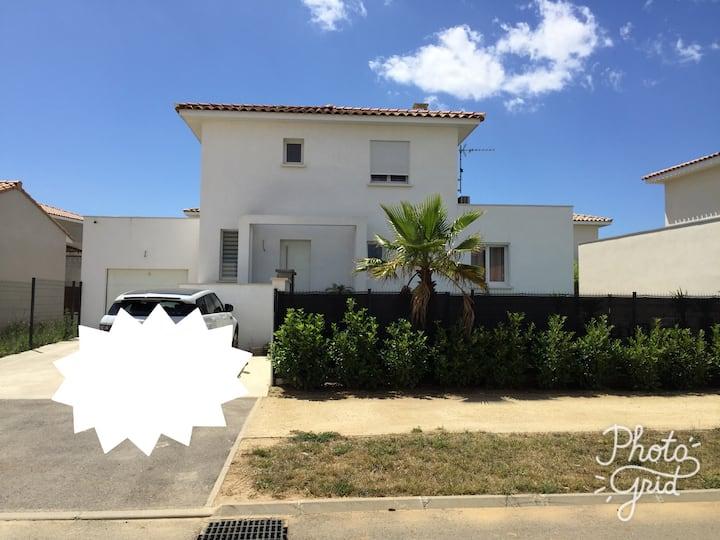 Villa récente 3 chambres à Aimargues