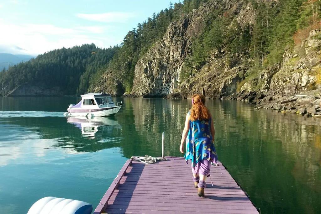 Welcoming you in Elfinlau on our purple dock