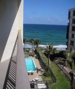 Beautiful beachfront 1 bedroom apt - Hillsboro Beach