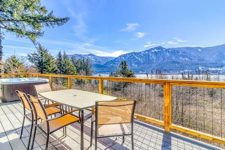 Enjoy breathtaking views from this dog-friendly home w/ a private hot tub
