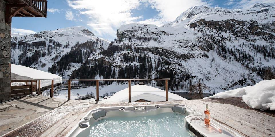 Powder Ridge, luxury 6-bedroom chalet, hot-tub