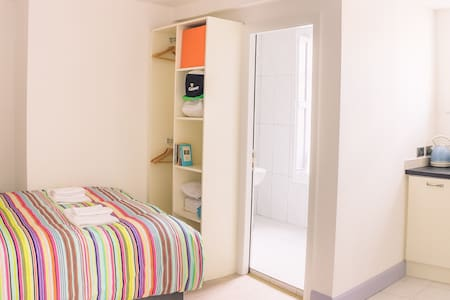 Budget Accommodation Dublin Ireland (Studio 2) - Rathmines - Apartemen
