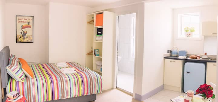 Budget Accommodation Dublin Ireland (Studio 2)