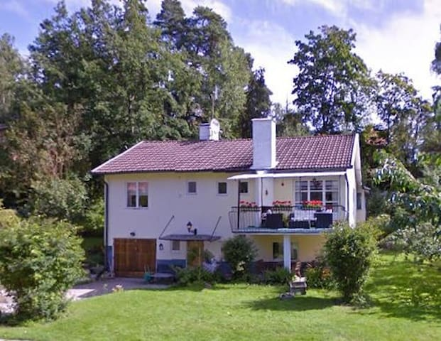 Room in Villa Close to Nature and Stockholm City - Sollentuna
