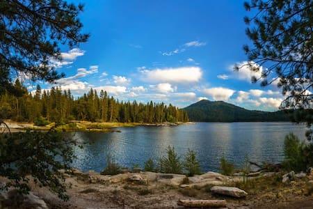 Bass Lake Bungalow, Yosemite Gateway