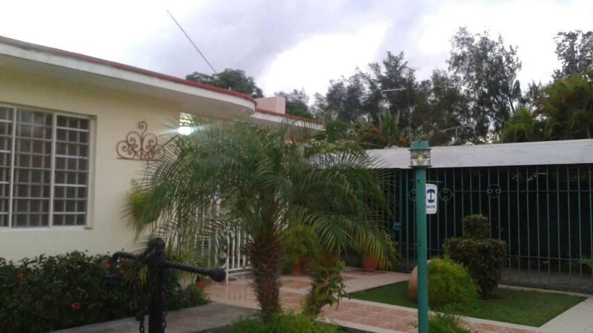 Casa independiente y acojedora, cerca a - La Habana - Ev