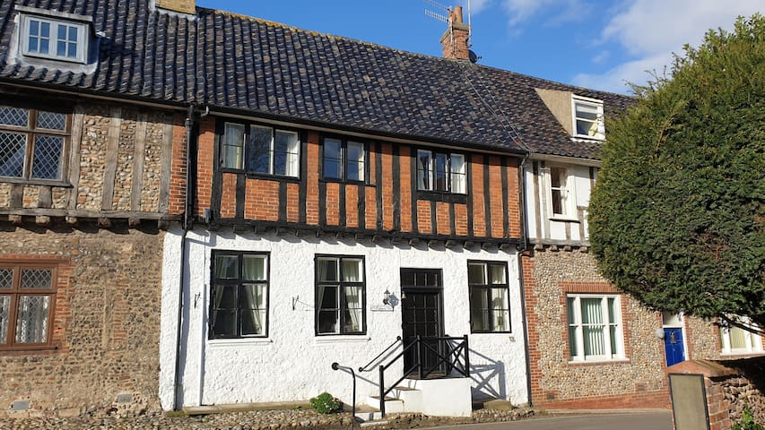 Palmers Cottage – your perfect village retreat
