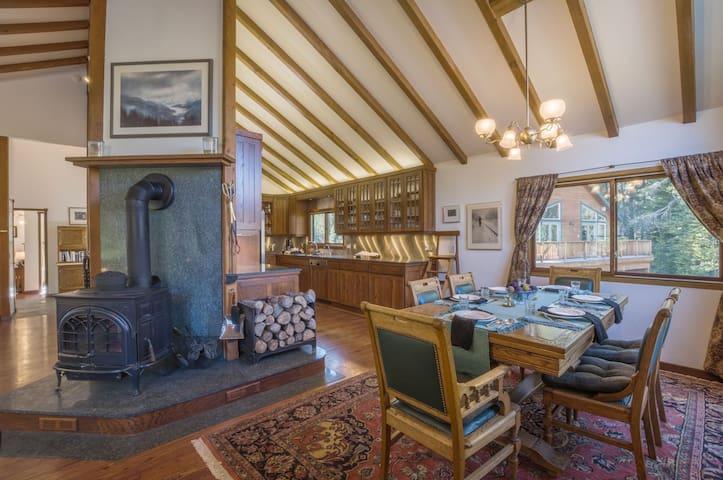 Quiet Luxury West Meadows Home - Kirkwood - Huis