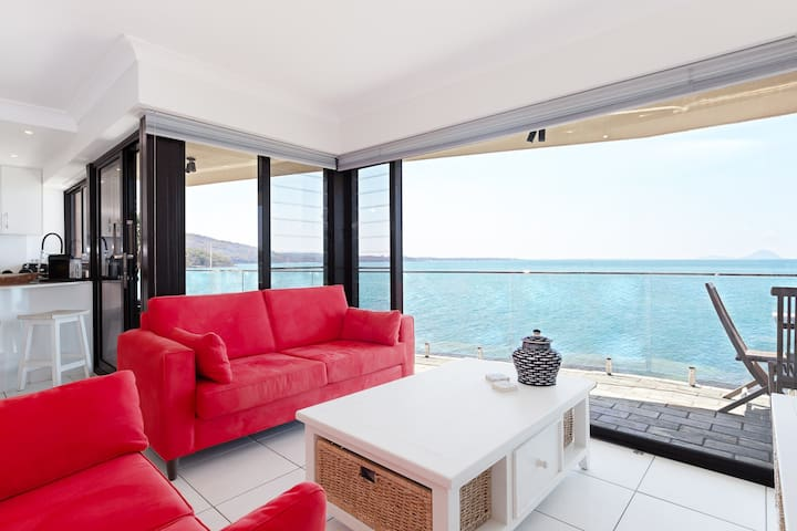 2 'Lanimer' 14 Mitchell Street - beautiful waterfront property with spectacular views