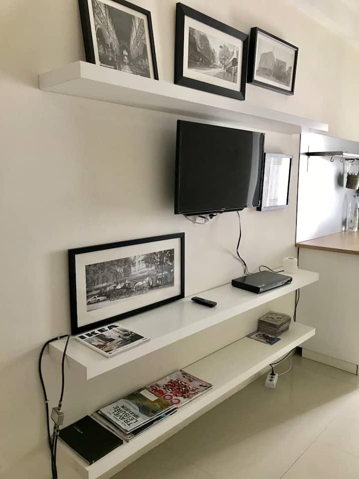 Ikea room for 2 at MERR w/Pool.Near Starbucks+Wifi