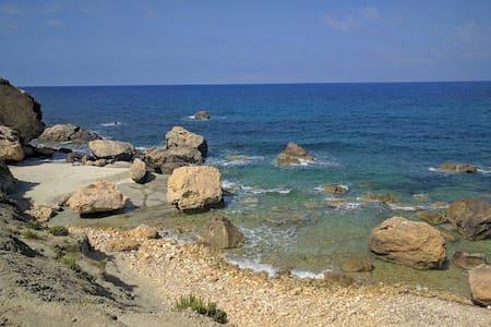 Relaxing small room for two near beaches - Ix-Xagħra