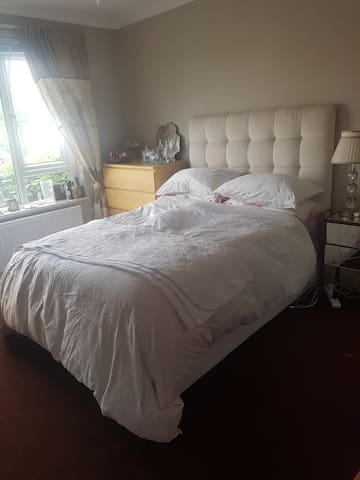 Comfortable cosy retreat with easy access to city