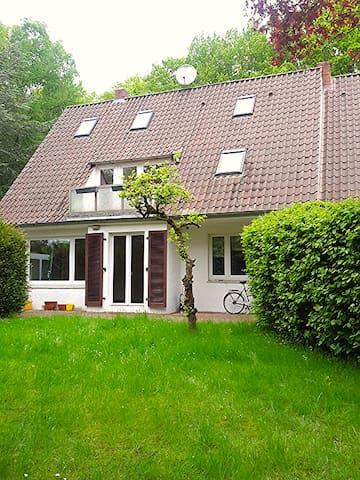 Naturnah wohnen - schönes helles Zimmer mit Balkon - Rotenburg (Wümme) - Huis