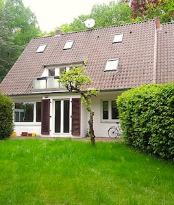 Naturnah wohnen - schönes helles Zimmer mit Balkon - Rotenburg (Wümme) - Hus