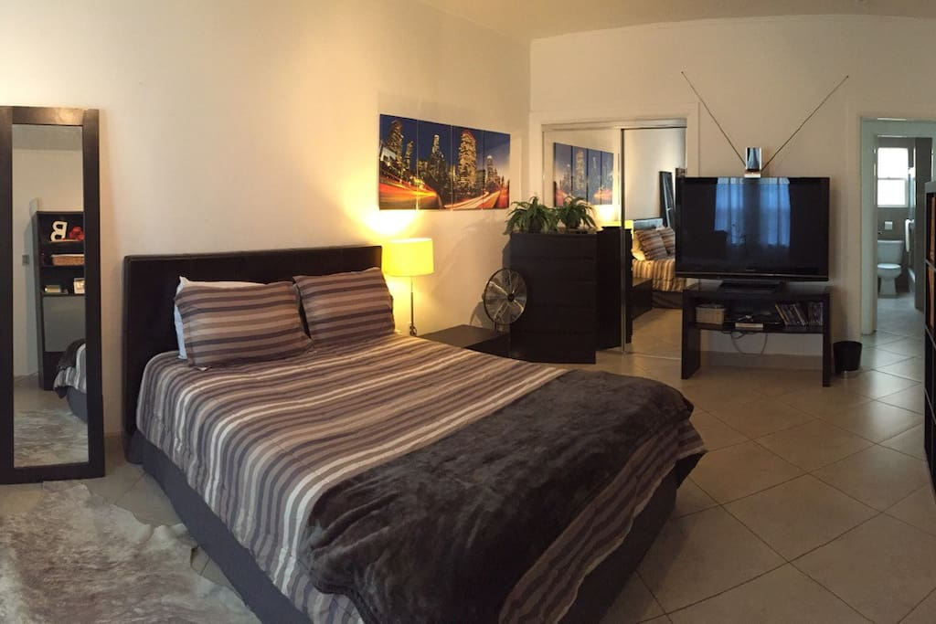 cute studio in la apartments for rent in west hollywood california united states. Black Bedroom Furniture Sets. Home Design Ideas