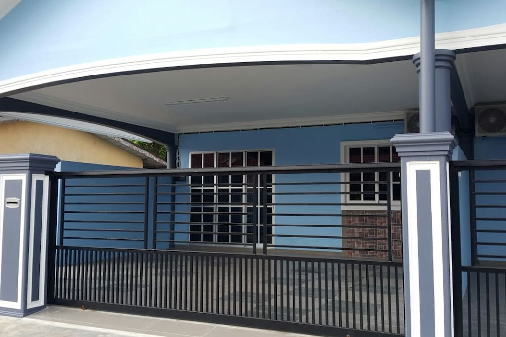 Front View (Gate, 1-2 cars)