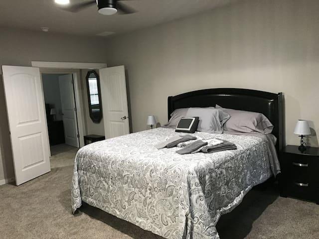 Master Bedroom with en-suite Bath