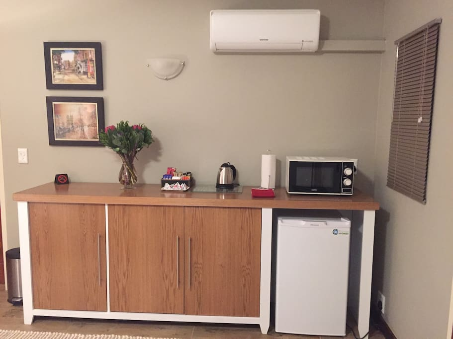 This room is equipped with a kitchenette