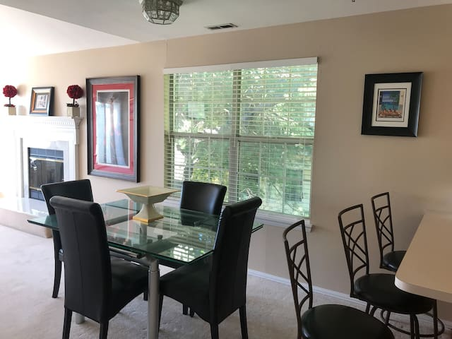 Beautiful Condo/ Townhome in a Upscale Community