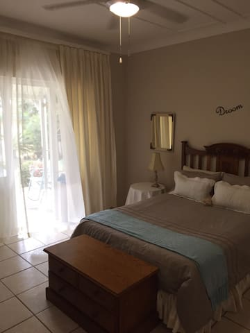Eight Palms double on suite room - Port Edward - Rumah