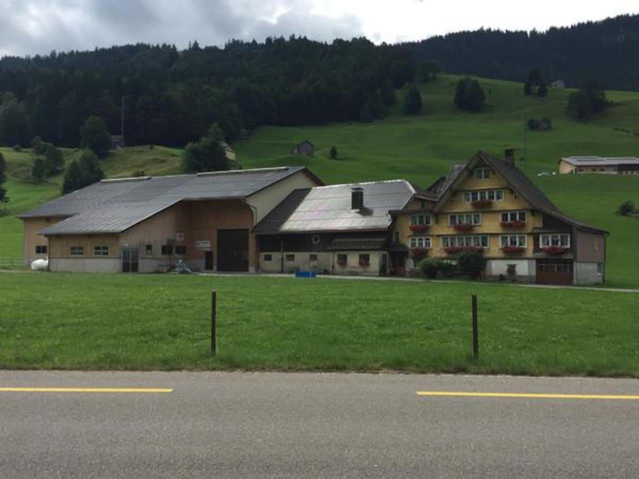 unser Bauernhof mit Wohnhaus und Feienwohnung