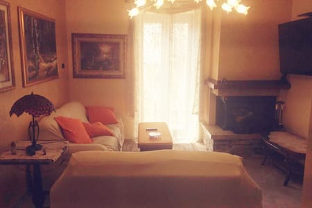 Central Chalet Cosy Getaway in Charming Acri Town