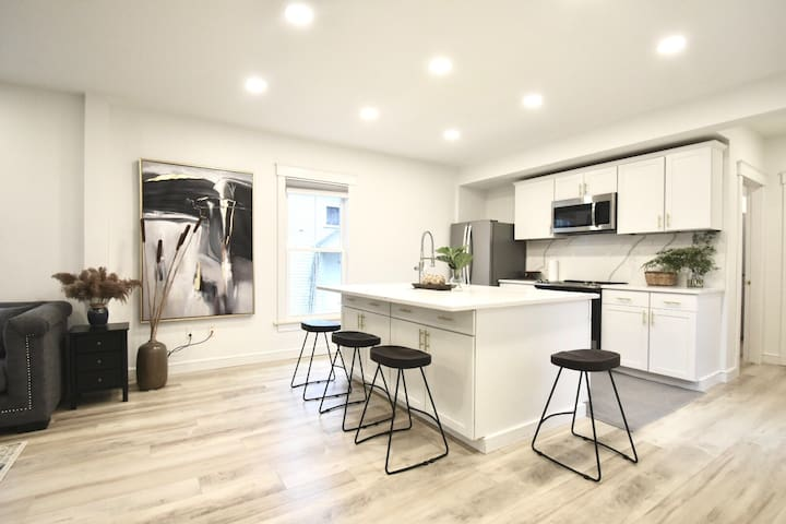 Modem Luxe Downtown 2BR @Noble St/Walk to Bowdoin