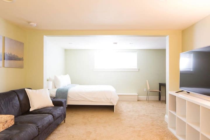 Private charming studio near NW 23rd!!!