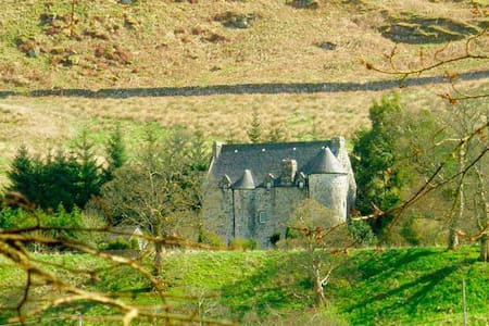 Rustic Scottish Castle Retreat - Kilmartin