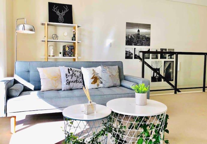 Prime Spot & Art Inspired Apt steps to City