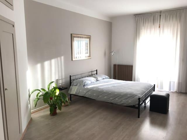 [EN/ES/IT] Intero ampio appartamento in centro