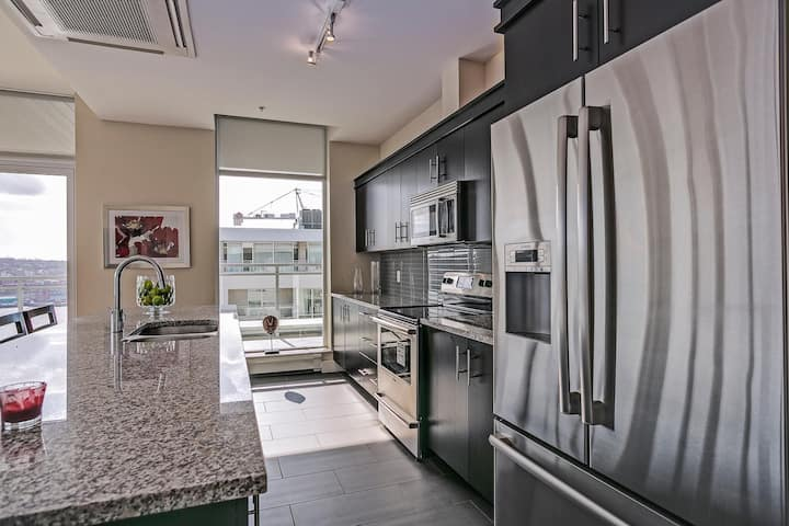 Stunning Penthouse Condo at Kings Wharf