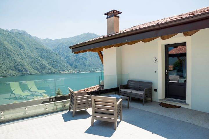 Apartment Sambuco with terrace, beautiful lake view, free Wi-Fi, common garden and parking