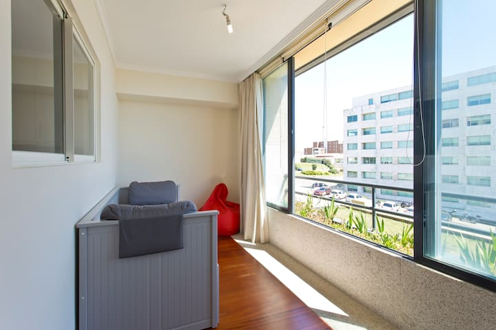 Single/Double bedroom with great light and view