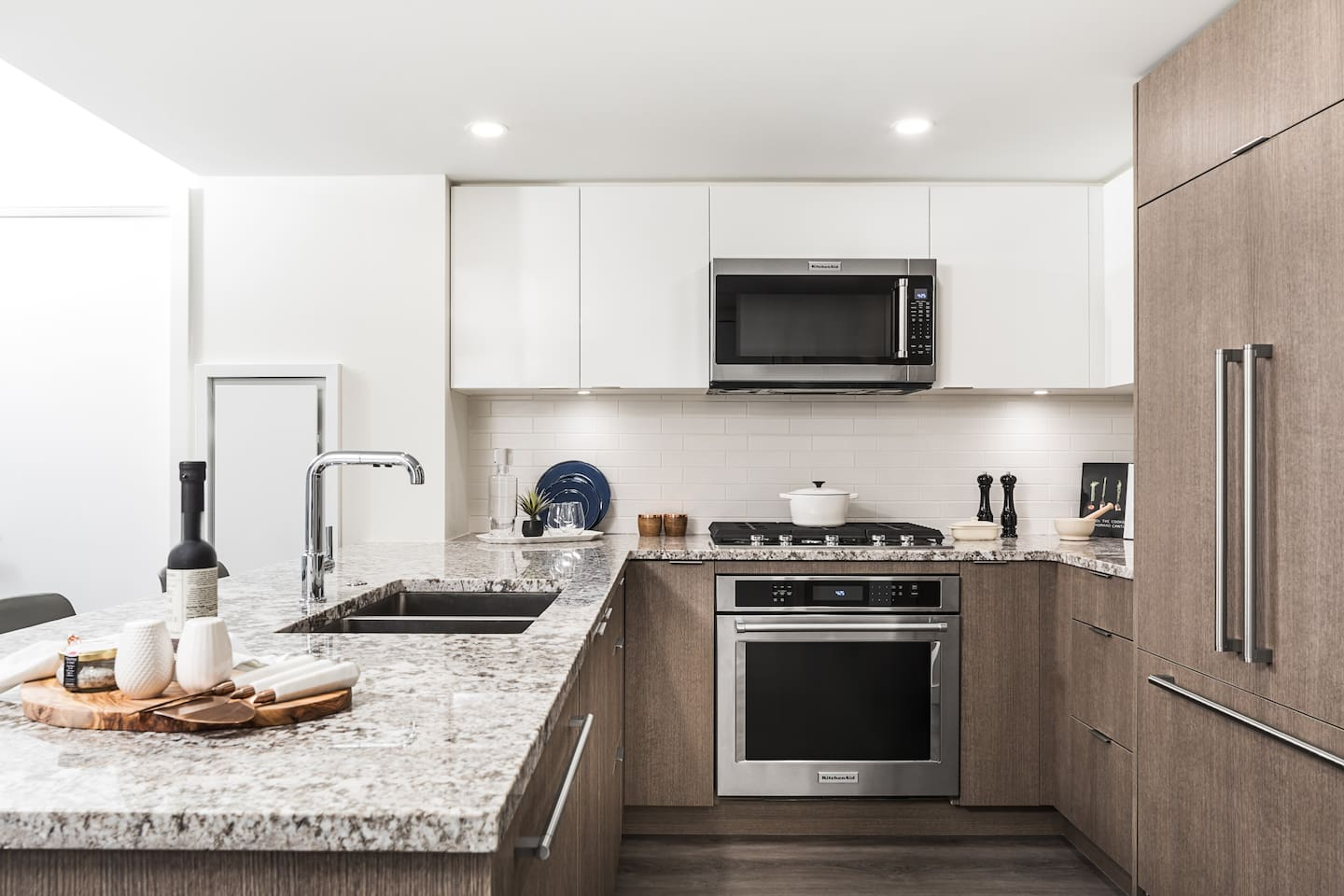 Perfect for a couple, families and friends, business travelers, or those who like to entertain, our luxury furnished two bedrooms in Vancouver have everything you – and up to six friends – could need.